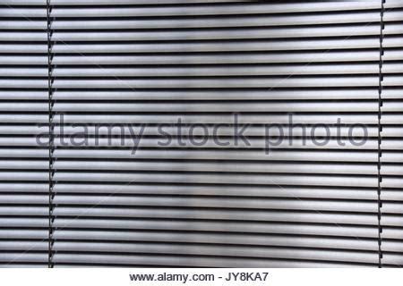 metall lamellen jalousien horizontalen lamellen aus metall markisen oder shutter fensterblende stockfoto bild