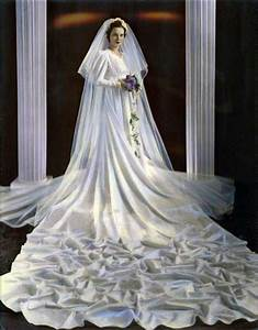 1940s Wedding Dresses & Gowns: Trends & Styles