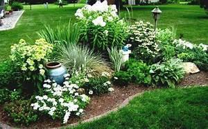 parterre de fleurs 21 idees magnifiques pour le jardin With modele de jardin paysager 15 quelles plantes pour un massif de bord de piscine