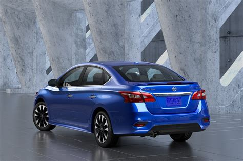 Nissan Sentra : 2016 Nissan Sentra First Look Review