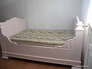 relooking deco repeindre le lit de coin lit bateau With repeindre un lit en bois