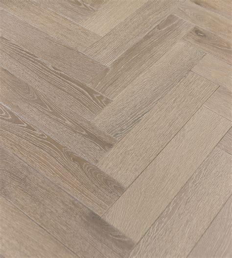 DUSKY OAK Laminated oak herringbone wood blocks ? London