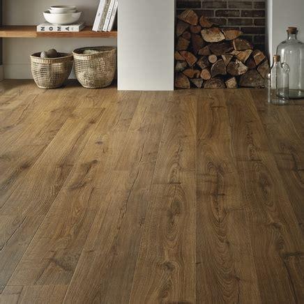 Quickstep Bathroom Laminate Flooring by Quickstep Impressive Oak Laminate Flooring Howdens Joinery