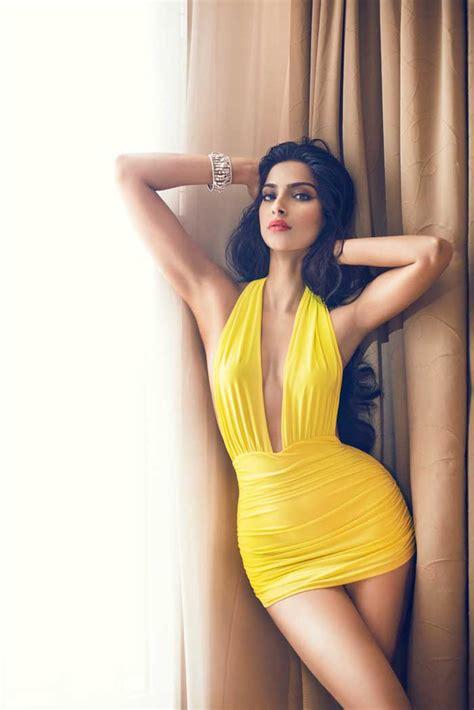 Bollywood Actress sonam kapoor Hot Photos And Wallpapers