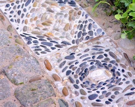 Bunte Trittsteine Fuer Den Garten Herstellen Mit Mosaik Steinchen Und Beton by Mosaikplatten Aus Beton Selber Machen Garten Garten