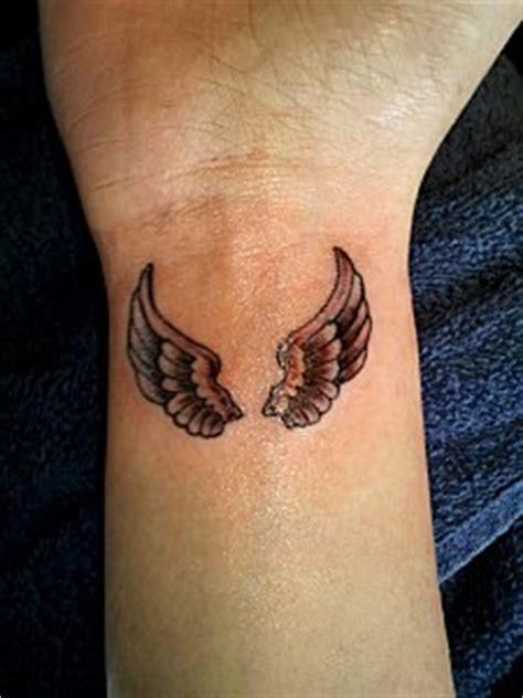 aile d ange tatouage tatouage ailes d ange poignet tatouage ailes d ange sur modele2tatouage