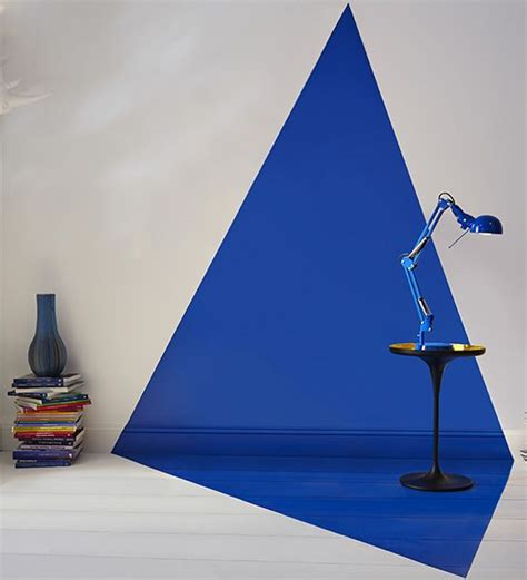 bleu intense un motif g 233 om 233 trique qui court le long du mur