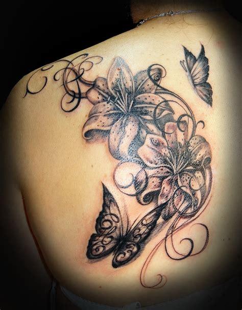 tatouage plume arabesque cochese tattoo