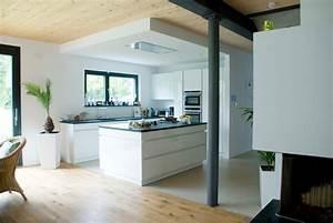 Schwarze Hochglanz Küche : grifflose k che schwarzer granit ~ Frokenaadalensverden.com Haus und Dekorationen