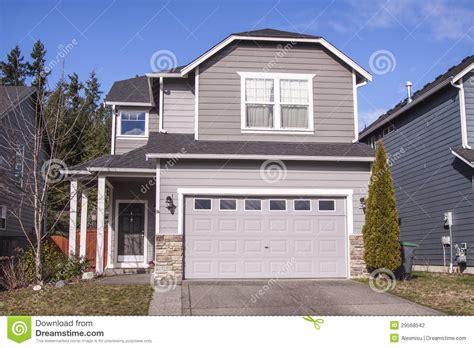 haus im amerikanischen stil im amerikanischen stil haus stockfoto bild landschaftsgestaltung frontseite 29568542