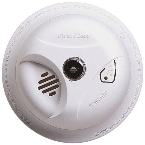 first alert smoke alarm blinking red light smoke alarm red light flashing every 5 seconds