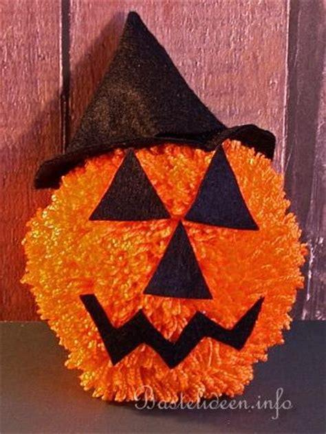 basteln zu halloween mit kindern pompom kuerbisgesicht