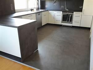 Arbeitsplatte Küche Beton : beton cire beschichtung auf alte fliesen boden und wand ~ Watch28wear.com Haus und Dekorationen