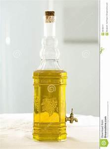 Bouteille Avec Robinet : bouteille en verre avec de l 39 huile photographie stock libre de droits image 36730777 ~ Teatrodelosmanantiales.com Idées de Décoration