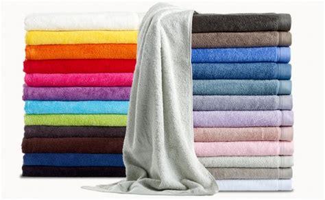 linge de bain en couleur pour salle de bain vitamin 233 e mademoiselle d 233 co d 233 co
