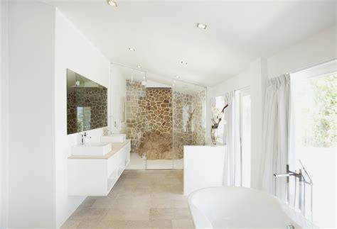 peinture ecaillee salle de bain le magazine ripolin 187 relooker sa salle de bain avec de la peinture la bonne astuce d 233 co