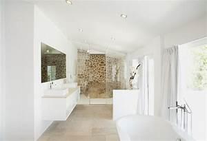 le magazine ripolin relooker sa salle de bain avec de la With salle de bain toute blanche