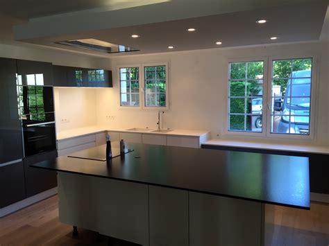 plan de travail cuisine quartz ou granit ilot de cuisine en granit quartz ou dekton bordeaux hm deco