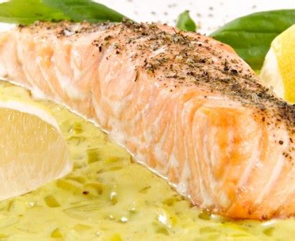cuisiner saumon pavé de saumon sur lit de poireaux recette de pavé