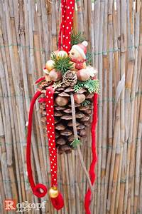 Basteln Mit Nüssen : gro er zapfen dekoriert mit verschiedenen b ndern kleinen vogel mit weihnachtsm tze n ssen kl ~ Markanthonyermac.com Haus und Dekorationen