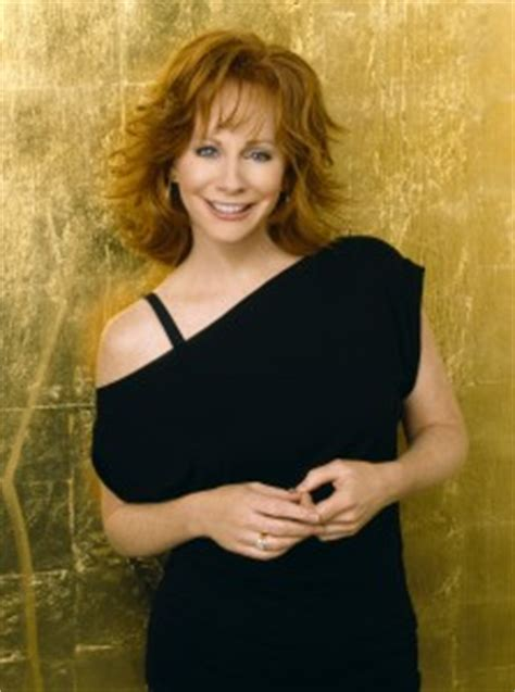 news reba mcentire signs  valory  country universe