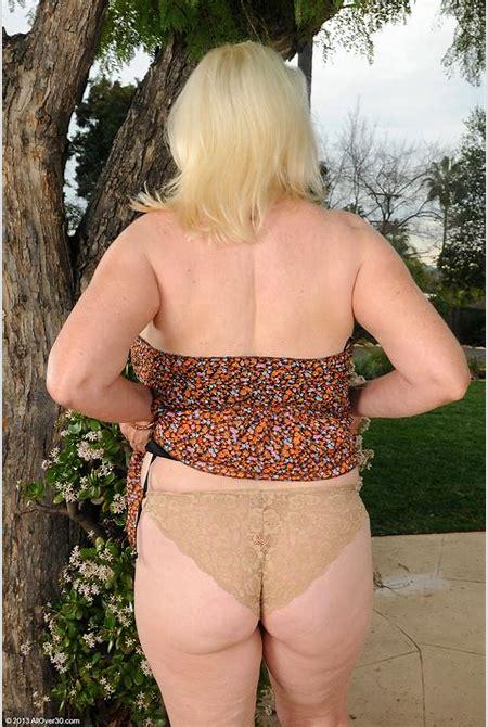 mature lovers: ANGELIQUE DUBOIS Nude outdoor