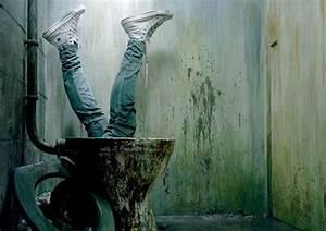 Top 10 bathroom scenes in film top 10 films for Horror movie bathroom scene