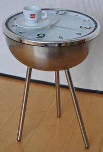 Dessus De Table En Verre : designer inconnu table ronde en acier inoxydable avec une grande horloge sous un dessus de ~ Teatrodelosmanantiales.com Idées de Décoration