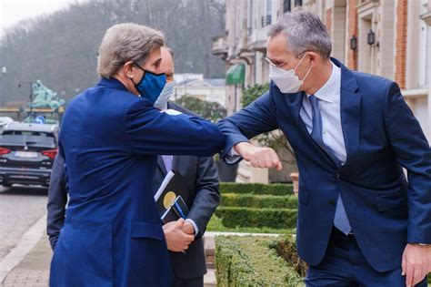 Stoltenbergs: NATO jāiesaistās cīņā pret klimata izmaiņām un jāsamazina