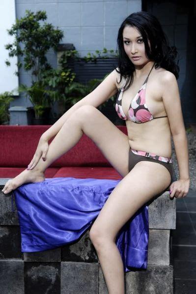 Foto Hot Model Cantik Di Kolam Renang Foto Bugil