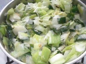 cuisiner les verts de poireaux coquilles jacques a la fondue de poireaux a la
