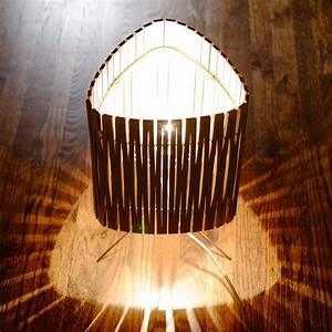 Lampe A Poser Contemporaine : lampe poser contemporaine en bois kerflight disponible en plusieurs couleurs ~ Teatrodelosmanantiales.com Idées de Décoration