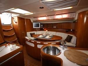 Boat interior decorating ideas glamorous yacht interior for Interior decorating ideas for boats