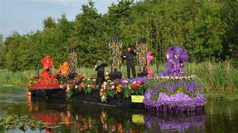Skaistākās ziedu, dārzeņu un augļu skulptūru parādes ...