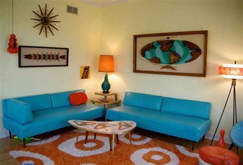 10 Living Rooms that are Peppered with 70s Style