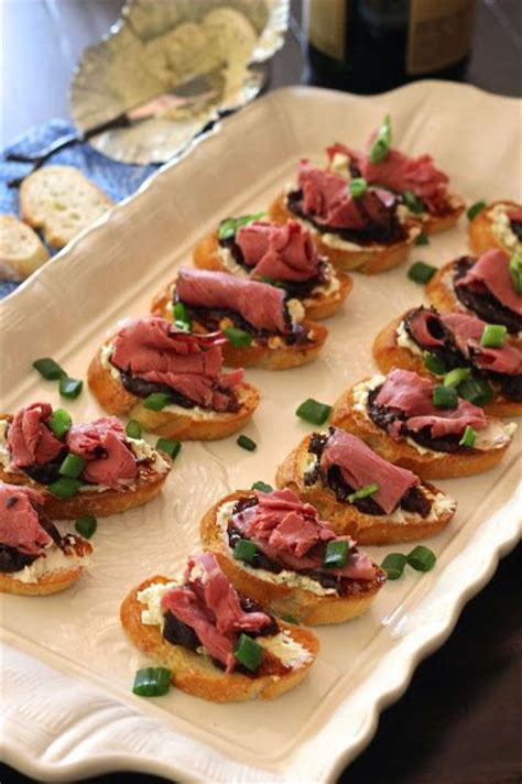 easy roast beef and boursin crostini appetizers