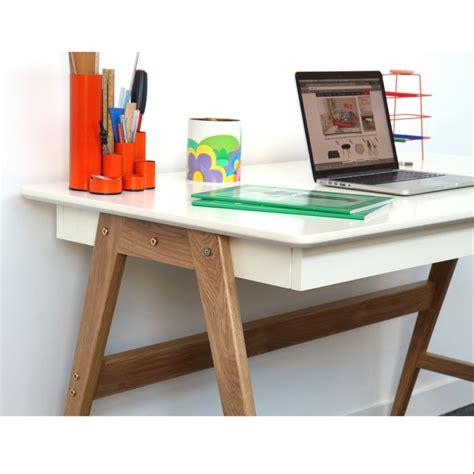 bureau 130 cm bureau laqué blanc ou gris et bois skoll look scandinave
