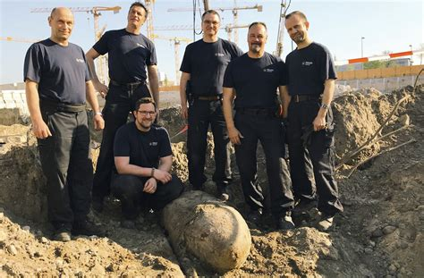 Bomb In Berlin by Berlin Wwii Bomb Defused In Berlin After Large Central