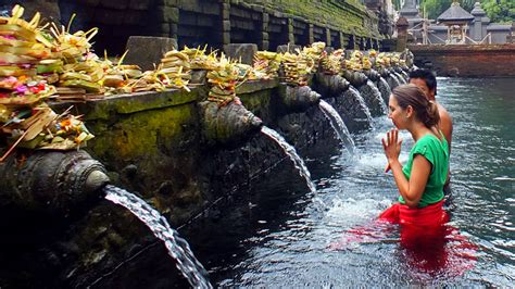 holly spring water tirta empul gunung kawi temple