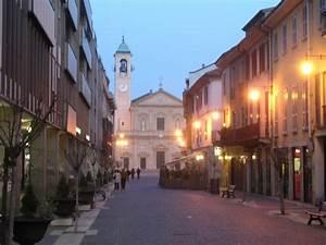 Einkaufen In Varese : saronno reisef hrer auf wikivoyage ~ Markanthonyermac.com Haus und Dekorationen
