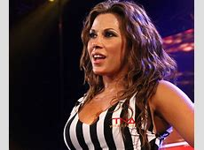 Video TNA wrestlers Magnus and Mickie James on football