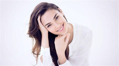 Fast And Furious Hd Wallpapers Gal Gadot Smile Pics Wallpapers New Hd Wallpapers