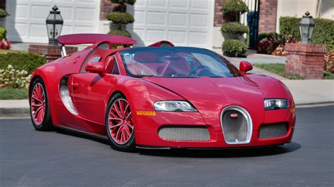 The front section is dominated by larger and completely redesigned air vents. Bugatti Veyron 16.4 Grand Sport