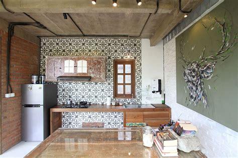 rumah vertical courtyard bergaya bali ddap architect