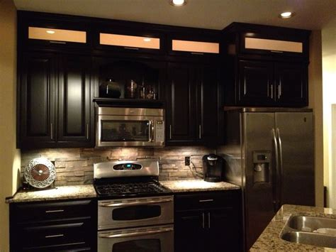 espresso cabinets light granite stacked rock backsplash