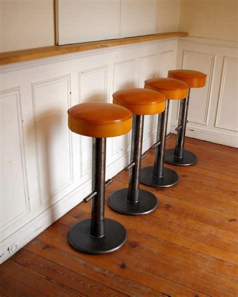 tabouret chaise de bar tabourets de bar design cuir et métal jpg chaises tabourets les luminaires eclairages
