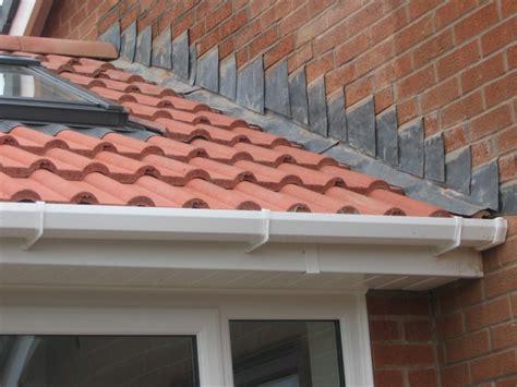lead flashing ridge tiling    single story roofing