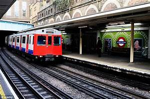 Londoners take to Twitter over Sloane Square Tube's olive ...
