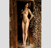 Skinny Brunette Posing Completely Naked Metart Simplenu