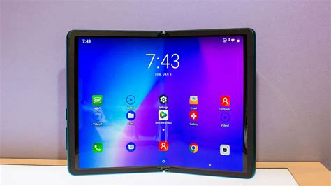 tcl shows foldable phone prototype    display
